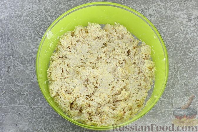 """Фото приготовления рецепта: Закуска """"Цветные шарики"""" из курицы с сыром и чесноком - шаг №7"""