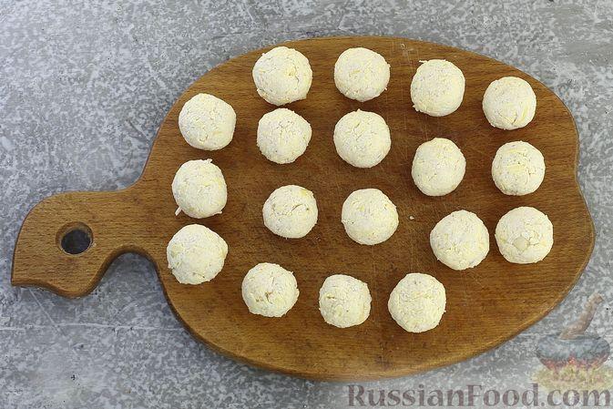 """Фото приготовления рецепта: Закуска """"Цветные шарики"""" из курицы с сыром и чесноком - шаг №8"""