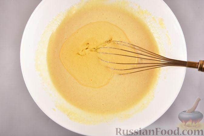 Фото приготовления рецепта: Несладкий манник на кефире, с плавленым сыром - шаг №4