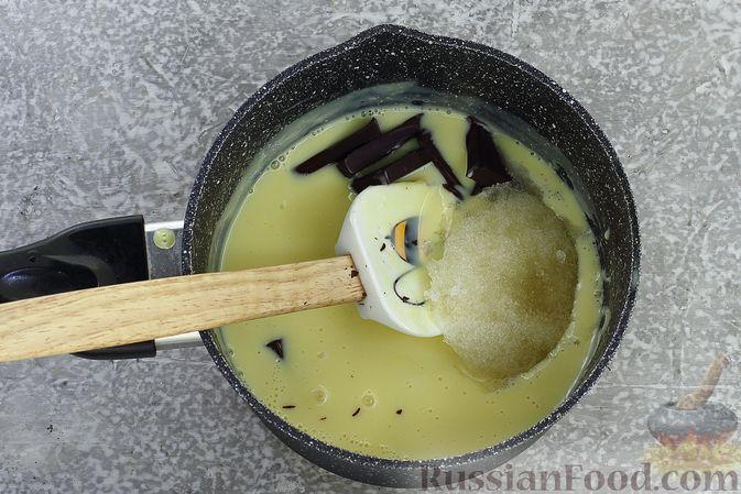 Фото приготовления рецепта: Шоколадный муссовый торт с бисквитом - шаг №22