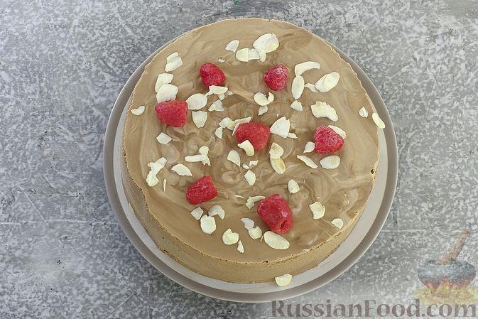 Фото приготовления рецепта: Шоколадный муссовый торт с бисквитом - шаг №30