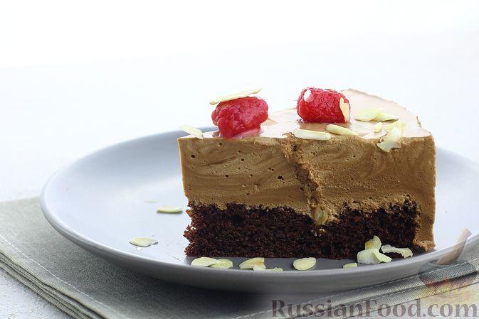 Фото приготовления рецепта: Шоколадный муссовый торт с бисквитом - шаг №31