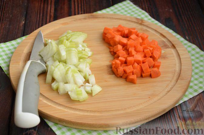 Фото приготовления рецепта: Гречневая каша со стручковой фасолью - шаг №3
