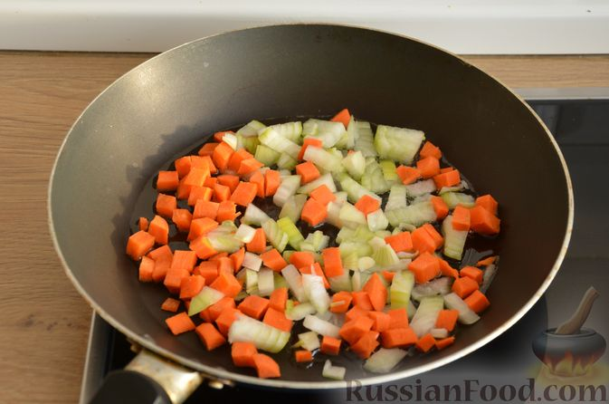 Фото приготовления рецепта: Гречневая каша со стручковой фасолью - шаг №4