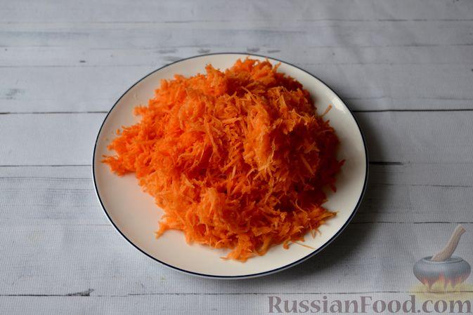 Фото приготовления рецепта: Морковные конфеты с финиками, курагой и изюмом - шаг №2