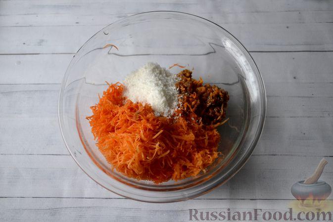 Фото приготовления рецепта: Морковные конфеты с финиками, курагой и изюмом - шаг №5