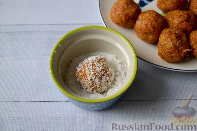 Фото приготовления рецепта: Морковные конфеты с финиками, курагой и изюмом - шаг №8
