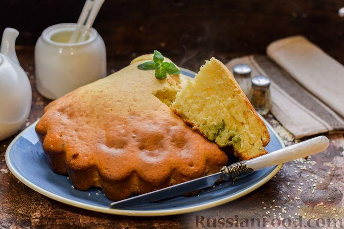 Фото к рецепту: Бисквитный пирог с грибами и брокколи