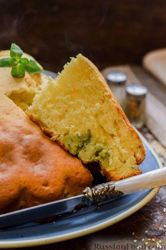 Фото приготовления рецепта: Бисквитный пирог с грибами и брокколи - шаг №15