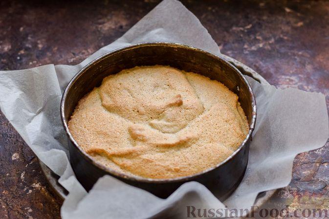 Фото приготовления рецепта: Гречневый бисквит с корицей - шаг №11