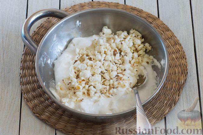 Фото приготовления рецепта: Конфеты из попкорна с маршмеллоу - шаг №5