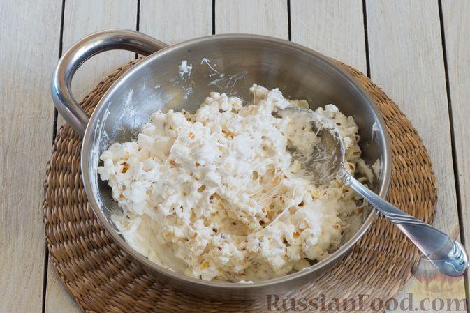 Фото приготовления рецепта: Конфеты из попкорна с маршмеллоу - шаг №6