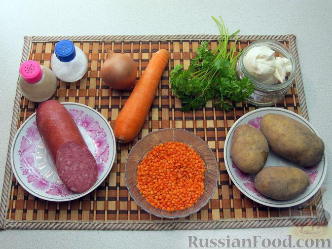Фото приготовления рецепта: Сырный суп с чечевицей и колбасой - шаг №1