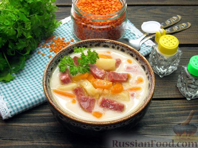 Фото приготовления рецепта: Сырный суп с чечевицей и колбасой - шаг №11