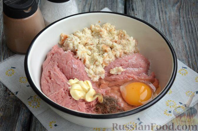 Фото приготовления рецепта: Зразы из индейки с сыром, запечённые под помидорами - шаг №3