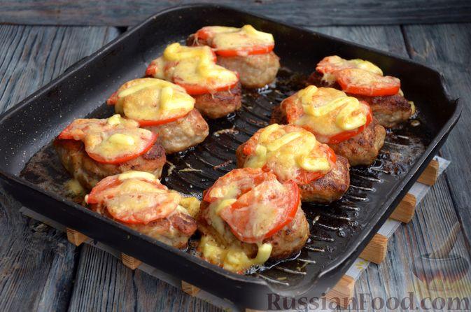 Фото приготовления рецепта: Зразы из индейки с сыром, запечённые под помидорами - шаг №14