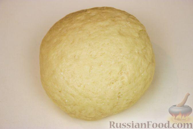 Фото приготовления рецепта: Творожная плетёнка с изюмом и джемом - шаг №3