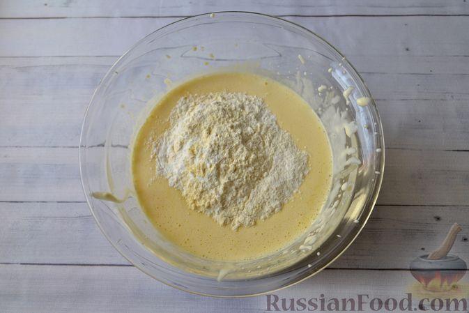 Фото приготовления рецепта: Творожно-сливочная запеканка с какао - шаг №8