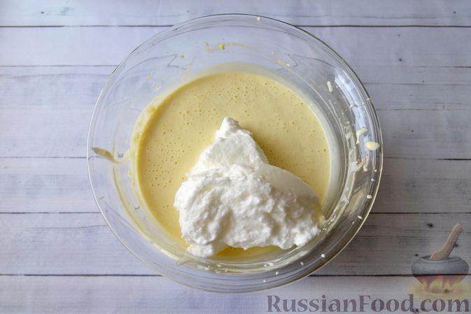 Фото приготовления рецепта: Творожно-сливочная запеканка с какао - шаг №10