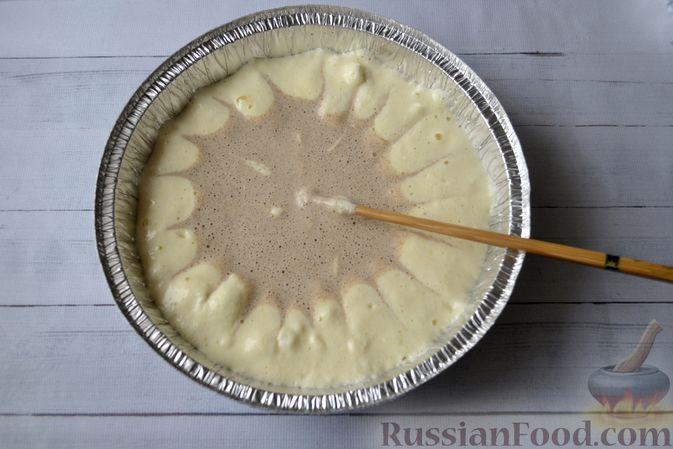 Фото приготовления рецепта: Творожно-сливочная запеканка с какао - шаг №16