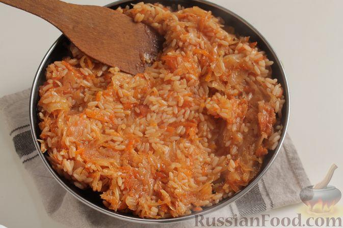Фото приготовления рецепта: Капуста с рисом, в духовке - шаг №7