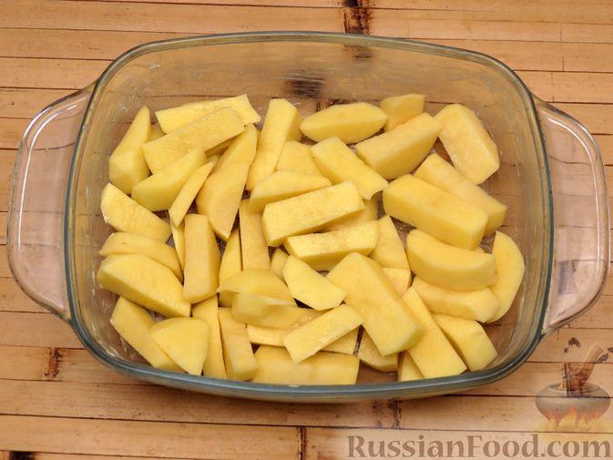 Фото приготовления рецепта: Картофельная запеканка с сёмгой и сырно-сливочным соусом - шаг №6