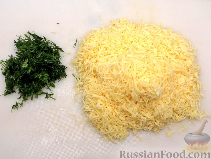 Фото приготовления рецепта: Картофельная запеканка с сёмгой и сырно-сливочным соусом - шаг №3