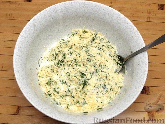 Фото приготовления рецепта: Картофельная запеканка с сёмгой и сырно-сливочным соусом - шаг №4
