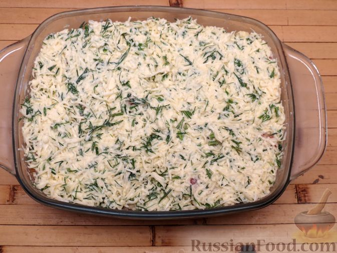 Фото приготовления рецепта: Картофельная запеканка с сёмгой и сырно-сливочным соусом - шаг №8