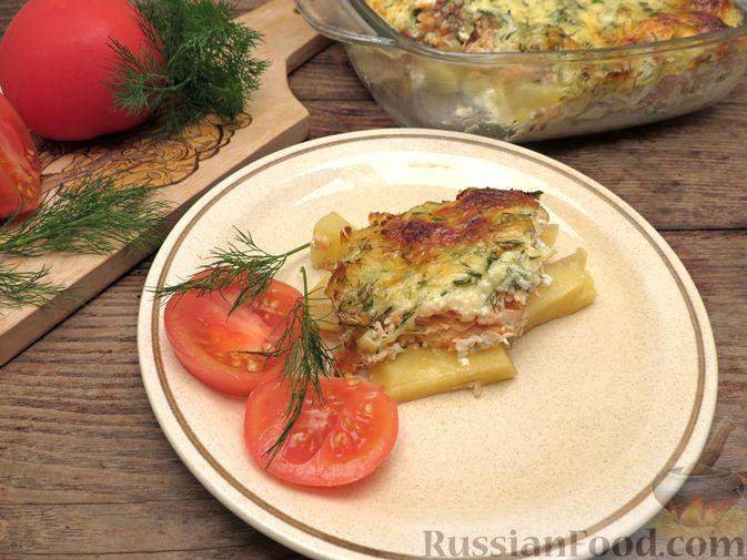 Фото приготовления рецепта: Картофельная запеканка с сёмгой и сырно-сливочным соусом - шаг №10
