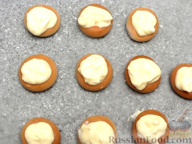 Фото приготовления рецепта: Сушки, запечённые с творогом - шаг №5