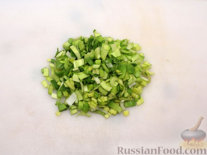 Фото приготовления рецепта: Картофельная запеканка с куриным фаршем и сельдереем - шаг №6