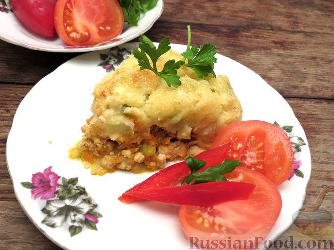 Фото приготовления рецепта: Картофельная запеканка с куриным фаршем и сельдереем - шаг №15