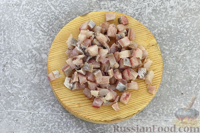 """Фото приготовления рецепта: Салат """"Селёдка под шубой"""" со свекольным желе - шаг №9"""
