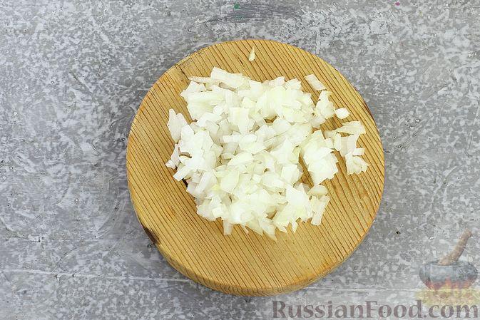 """Фото приготовления рецепта: Салат """"Селёдка под шубой"""" со свекольным желе - шаг №11"""