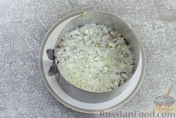 """Фото приготовления рецепта: Салат """"Селёдка под шубой"""" со свекольным желе - шаг №12"""
