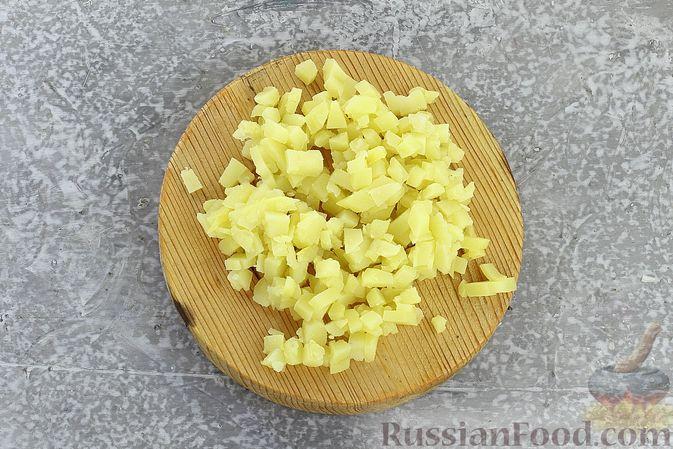 """Фото приготовления рецепта: Салат """"Селёдка под шубой"""" со свекольным желе - шаг №13"""