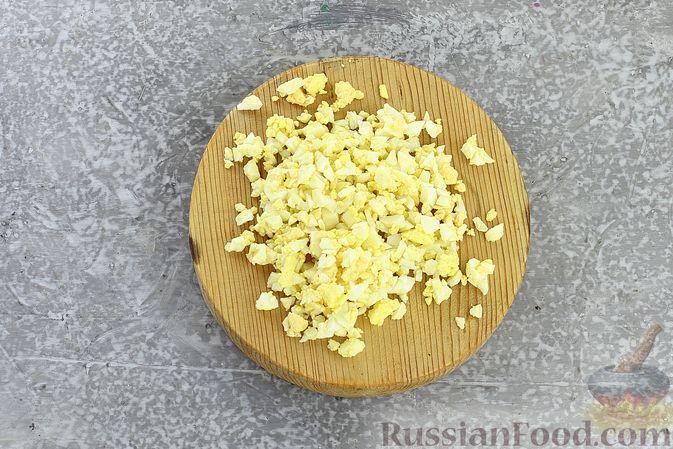 """Фото приготовления рецепта: Салат """"Селёдка под шубой"""" со свекольным желе - шаг №15"""