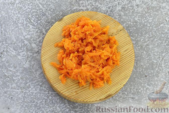 """Фото приготовления рецепта: Салат """"Селёдка под шубой"""" со свекольным желе - шаг №17"""