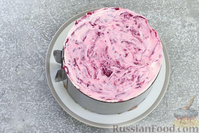 """Фото приготовления рецепта: Салат """"Селёдка под шубой"""" со свекольным желе - шаг №21"""