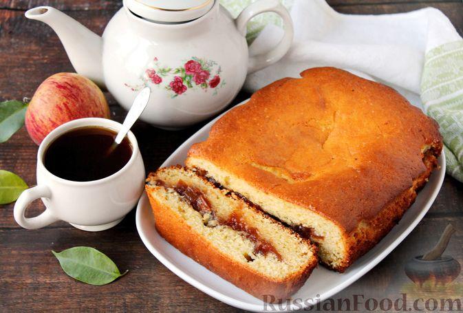 Фото к рецепту: Заливной пирог на молоке, с вареньем