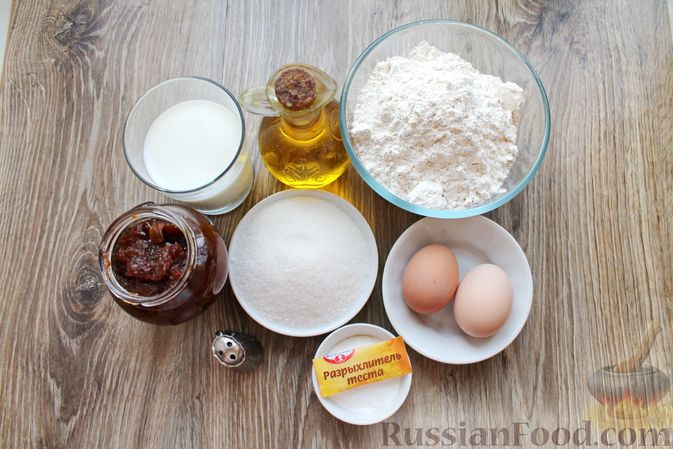 Фото приготовления рецепта: Заливной пирог на молоке, с вареньем - шаг №1