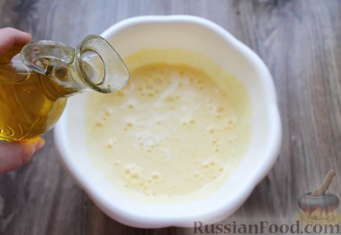 Фото приготовления рецепта: Заливной пирог на молоке, с вареньем - шаг №4