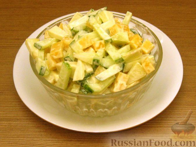 Рецепт Сырный салат с яблоками и огурцами