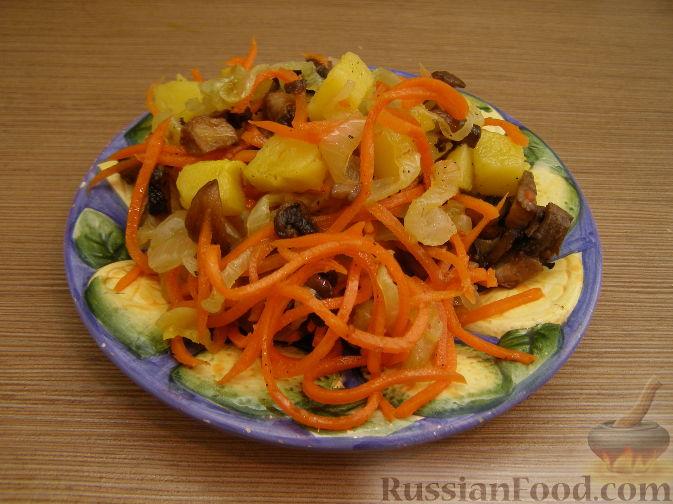 Рецепт Салат с жареными грибами и корейской морковкой