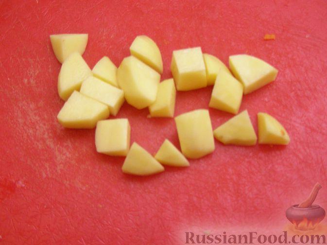 Фото приготовления рецепта: Рыбный суп со сливками - шаг №4