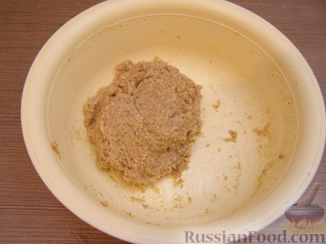 Фото приготовления рецепта: Яблочный тарт с заварным кремом и ореховой корочкой - шаг №28