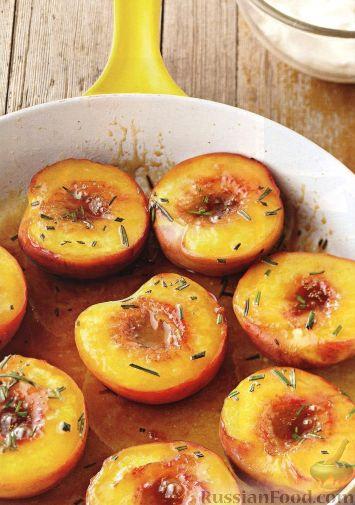 Рецепт Карамелизованные персики с розмарином
