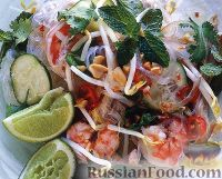 Фото к рецепту: Салат из рисовой лапши, креветок и куриного мяса