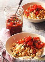 Фото к рецепту: Гарнир из кус-куса с соусом из свежих помидоров